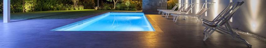 Освещение и светильники для бассейна